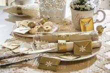 Fotografie květin, fotky květinových dekorací pro publikace na téma fotografie, květiny, kytky, dekorace, fotky, advent, christmas, gold, home, napkin, nobody, plate, star, table, table setting, white bell, winter