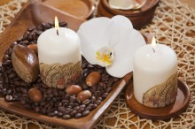 Fotografie květin, fotky květinových dekorací pro publikace na téma fotografie, květiny, kytky, dekorace, fotky, africa, brown, candle, indoor, nobody, orchid, pattern, table, white, wood